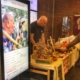 Den digitale bonden på julemarknad